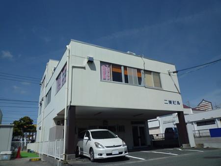 中田島街道沿いの貸店舗・事務所。国道1号線や浜松駅周辺へのアクセスも良好。